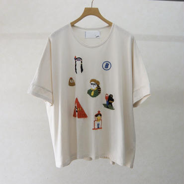 bedsidedrama うろ覚えの手刺繍Tシャツ