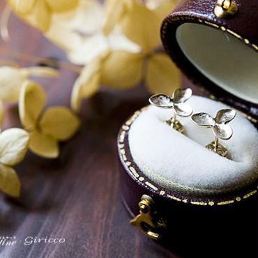 martine 紫陽花・アジサイのゴールドピアス ドライフラワー お花モチーフの贅沢で大人なゴールド紫陽花ピアス。(K10ゴールド)m033