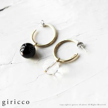 シンプルで美しい2つの石で耳元を飾る。オニキス×水晶のフープピアス。(TJ10952)