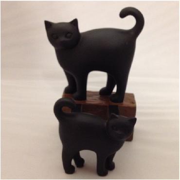 二匹の黒豆猫の♪スマートフォンスタンド(樹脂製)