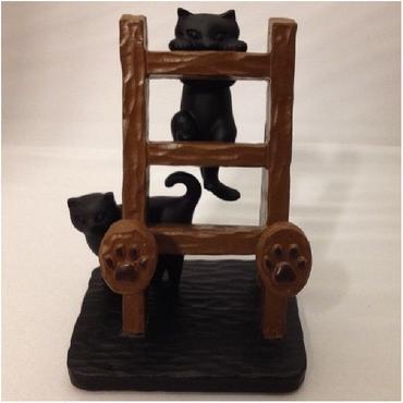 梯子をよじ登る黒豆猫♪スマートフォンスタンド(樹脂製)☆問屋直送品です。