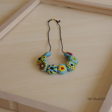 ハンドメイド刺繍ネックレス(ブルー)