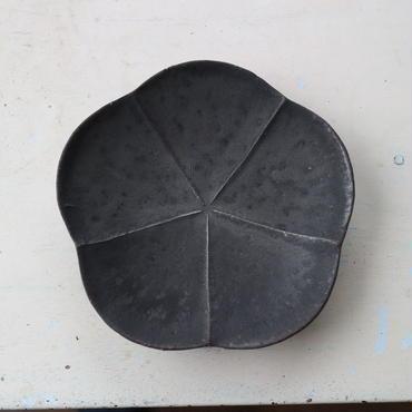 鉄釉・粉引梅皿 / 額賀円也