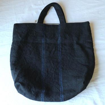 麻の手織りバッグ黒たてせん / クウプノオト