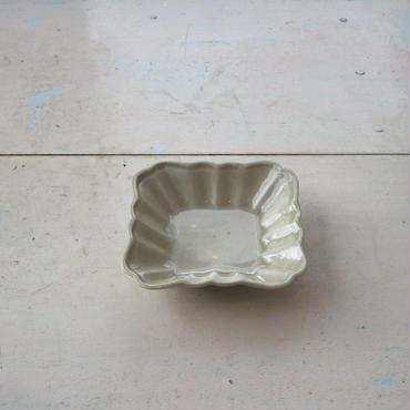 半磁土型打ち四方額皿小 / 境知子