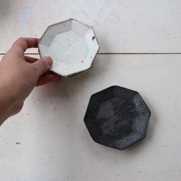 鉄釉・粉引八角豆皿 / 額賀円也