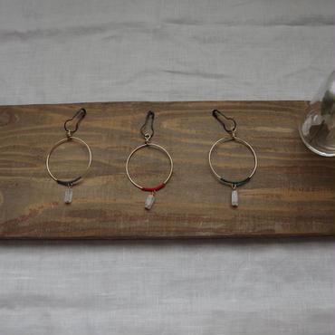 ローズクォーツとシルク糸のブローチ