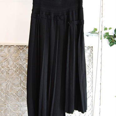 KAAI switch pleats skirt -black-