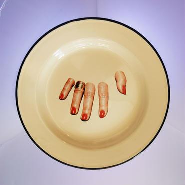 SELETTI TOILETPAPER plate 26cm FINGERS