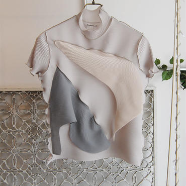 kotohayokozawa pleats high neck top -lightgray×beige×gray-