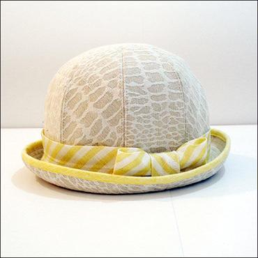 giraffe bowler hat