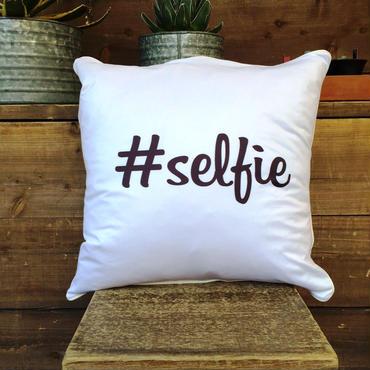 """Hashtag Chshion """"selfie"""""""