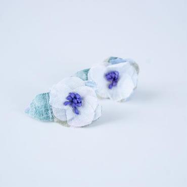 Camelia Pierced Earrings  WHITE+BLUE