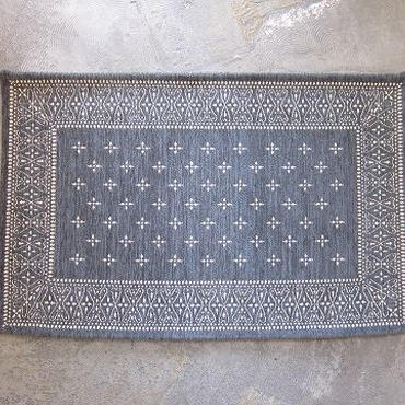 BANDANNA RUG / cross / gray