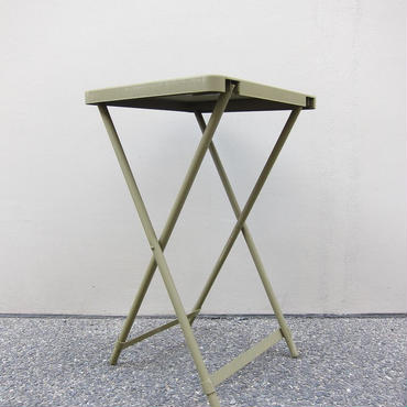 U.S. MILITALY / METAL FOLDING TABLE / DEAD STOCK