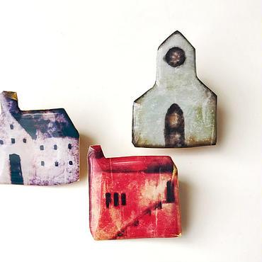 赤い家のブローチ (ボックス入り)