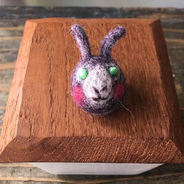 ちょこんとウサギさんブローチ