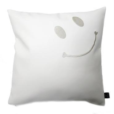 ニコちゃんクッションカバースマイル刺繍 45×45 ホワイト