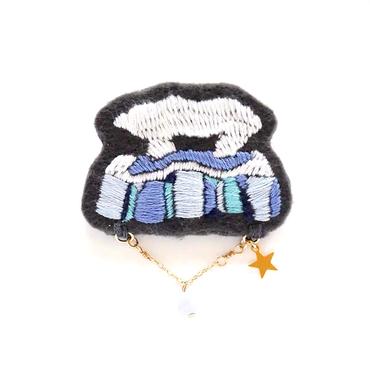 白い動物ブローチ ≪シロクマ≫