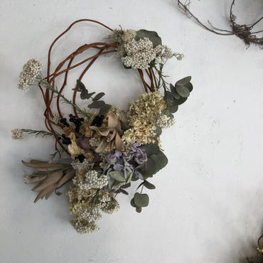 母の日淡い色のアンティーク枝みせリース