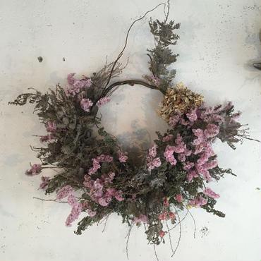 ピンクとグレーの枝みせリース