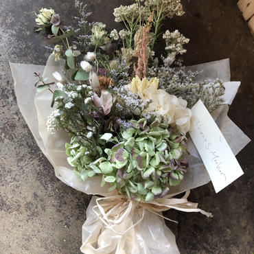 母の日 ドライ&プリザーブドの淡い色の花束