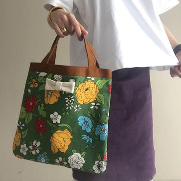 small tote flower white bow