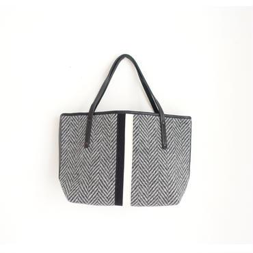 【完売】holiday tote small herringbone grey