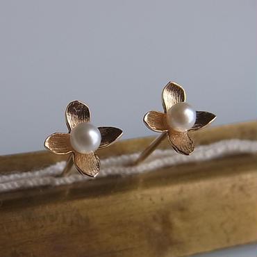 K10小さい花のピアス