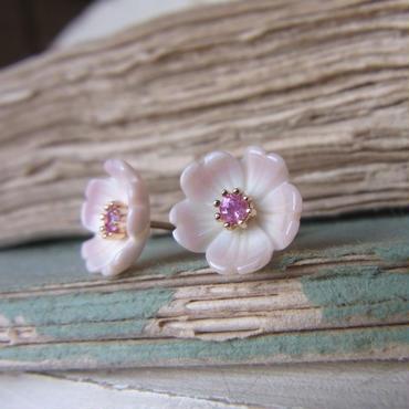 K10コンク貝花のピアス  (ピンクサファイア)