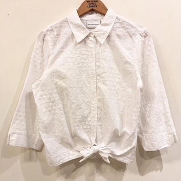 ホワイト 刺繍ブラウス