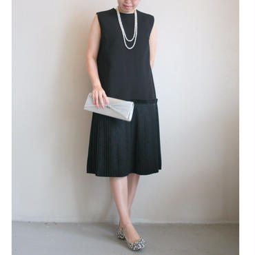 プリーツブラックドレス