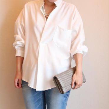 ヘンリーネックホワイトシャツ
