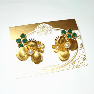 Vintage petal & green イヤリング/ピアス