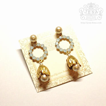 White opal & Lily flower イヤリング/ピアス