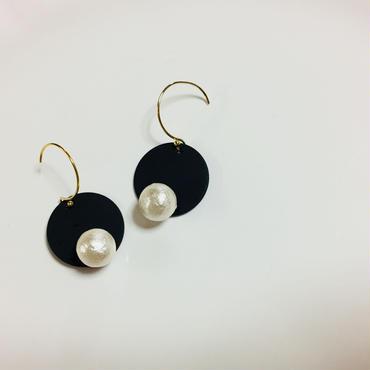 pi-30  〇 on pearl...Black × White