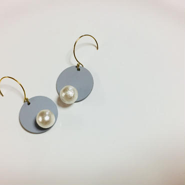 pi-31  〇 on pearl... Gray × White