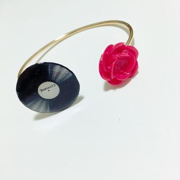 レコード × ローズ フリーサイズ ワイヤーブレスレット  (ローズ赤)