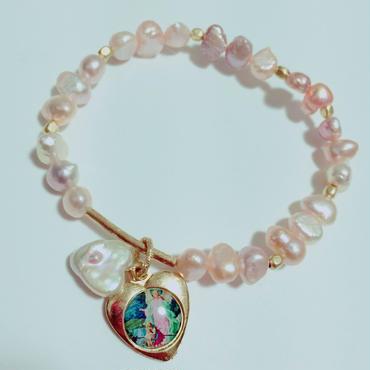 天使のメダイ× ピンクカラーの淡水パール のブレスレット