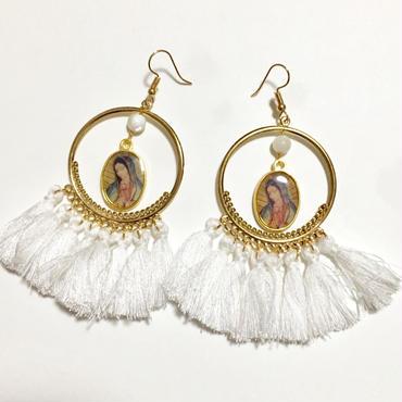 グアダルーペのマリアチャーム ×マザーオブパールのホワイトフリンジ フープピアス