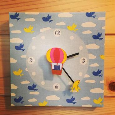 ☆SALE☆ファブリックパネル時計『気球に乗ったロシアンブルー』