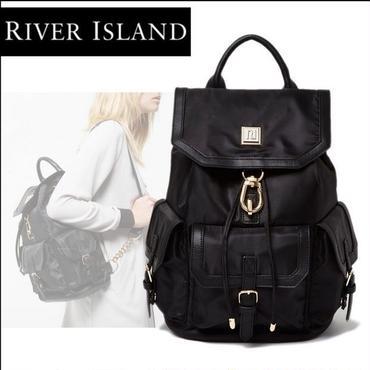River Island |  大人のきれいめシンプル◆RIロゴ フラップポケット バックパック