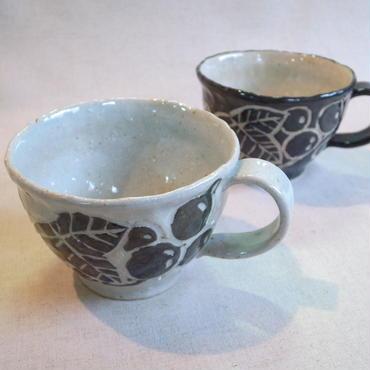ぶどう絵黒泥彫マグカップ(白・黒)