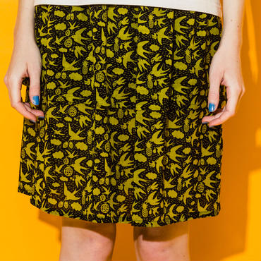 ツバメフルーツプリントの2段スカート (black)