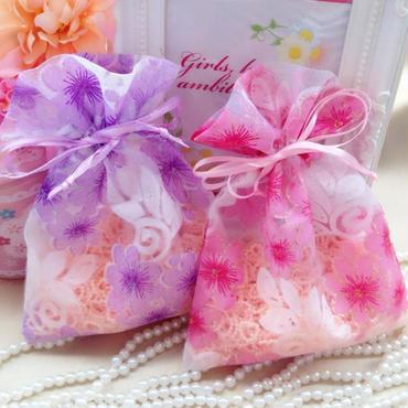 花柄のオーガンジー巾着袋