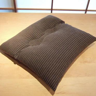 角度のある椅子用座布団(たて刺子)