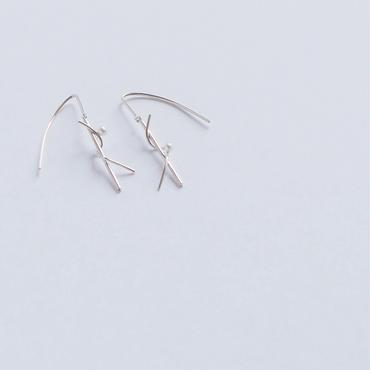 pierced earring 白い朝