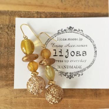 アンティーク風ゴールドと濃厚蜂蜜色のピアス
