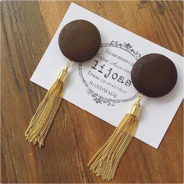チョコブラウンウッドandゴールドチェーンタッセルの大ぶりイヤリング