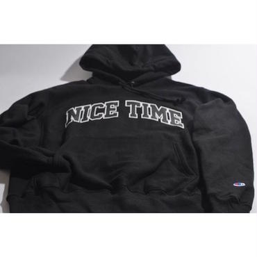 "【 tr.4 suspension 】""NICE TIME"" COLLEGE LOGO PULLOVER HOODED ( BLACK )"